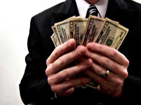 vídeos y material grabado en eventos de stock de hombre de dinero - accesorio financiero