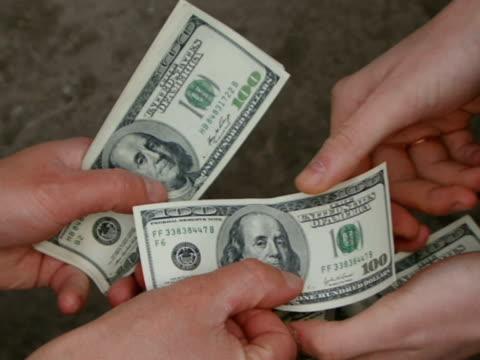 деньги.   - dollar bill стоковые видео и кадры b-roll