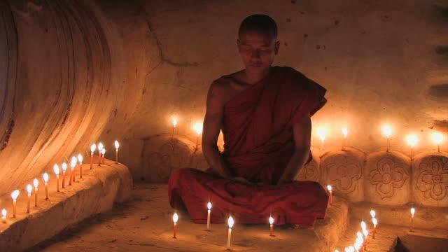 vídeos y material grabado en eventos de stock de monje-liegender_buddha5 - hermano