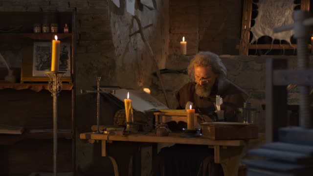 stockvideo's en b-roll-footage met hd dolly: monk writing with a quill pen - middeleeuws