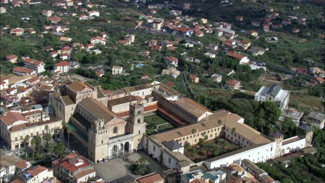 モンレアーレ 寺院や聖堂-航空写真シチリア、州の パレルモ 、monreale,イタリア - モンレアーレ点の映像素材/bロール