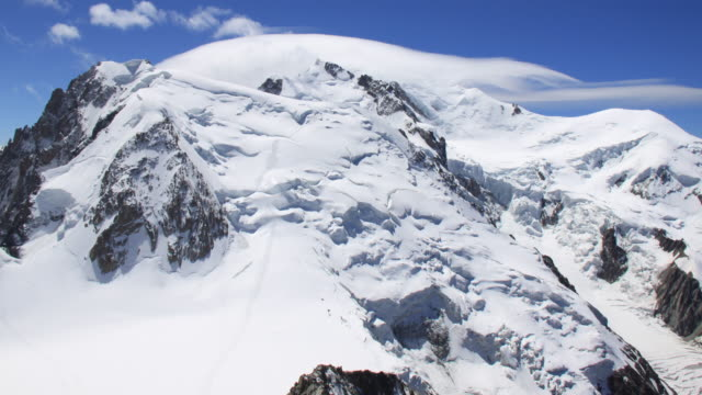 mont blanc time lapse video 4 k - monte bianco video stock e b–roll