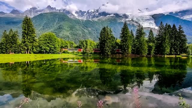 stockvideo's en b-roll-footage met mont blanc with chamonix lake - alpen