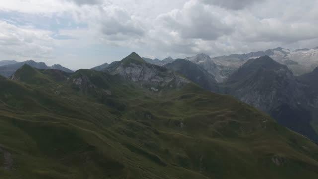 montañas 델 pirineo - lleida 스톡 비디오 및 b-롤 화면