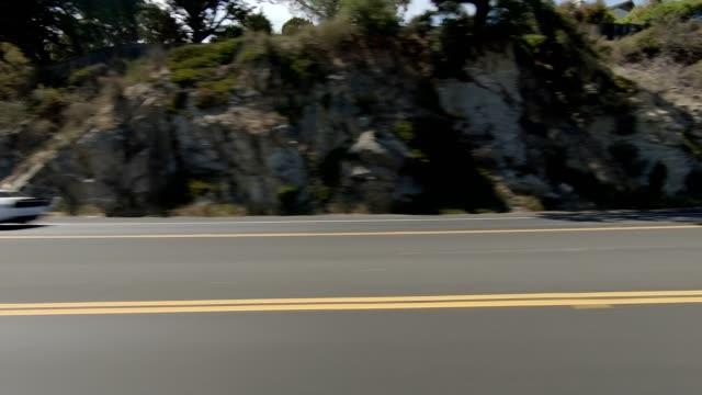 vídeos de stock e filmes b-roll de monterey xvi synced series left view driving process plate - estrada 001