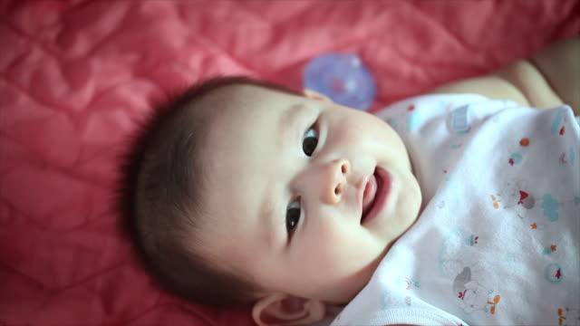 vídeos de stock e filmes b-roll de 4k: 6 month baby boy - super baby
