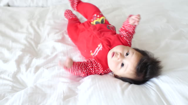 6 months baby girl try crawling video