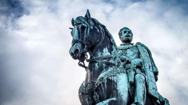 vídeos de stock e filmes b-roll de monument to knez mihajlo, belgrade , serbia - dia de reis