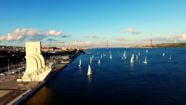 monument to the discoveries lisbon aerial - lisbona video stock e b–roll
