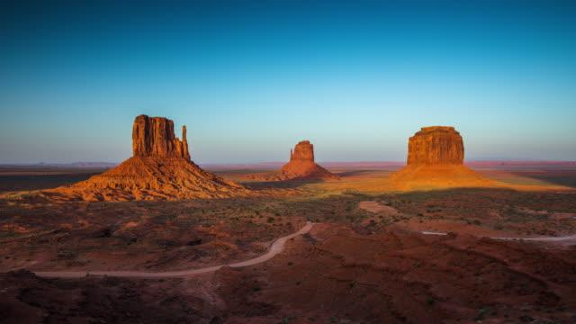 TIME LAPSE: Monument Valley, Arizona USA - Day to Dusk