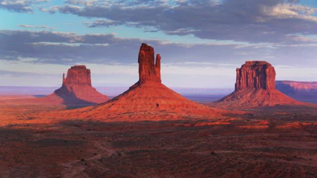 Monument Valley Buttes al atardecer - vídeo