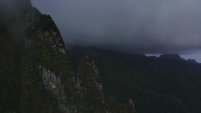 무디 봉우리 - 불길한 스톡 비디오 및 b-롤 화면