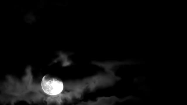 Moon & Clouds (Time Lapse) 5 video