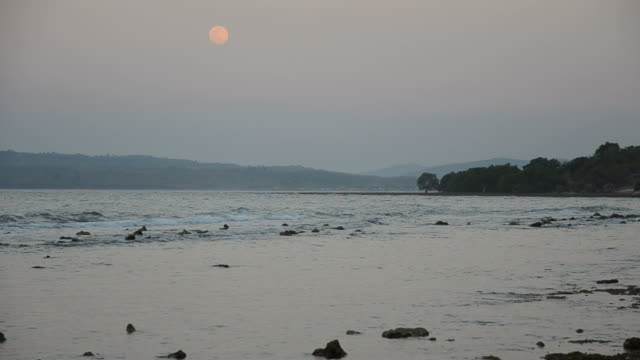 Moon and the tide after sunset video