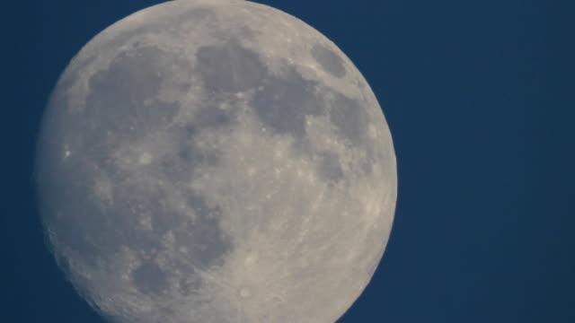 Bидео Луна на закате