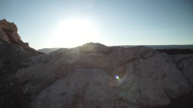 stockvideo's en b-roll-footage met moon valley / vale de la luna - atacama desert - maasvallei