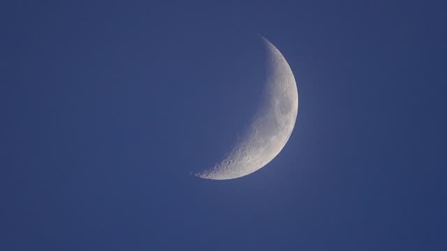 4k: månen - halvmåne form bildbanksvideor och videomaterial från bakom kulisserna