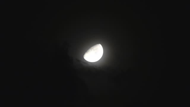 луна - полумесяц форма предмета стоковые видео и кадры b-roll