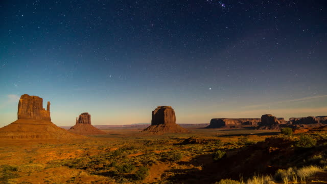 moonset at monument valley - utah video stock e b–roll