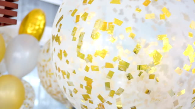 más festivos globos llenados - vídeo