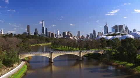 morell bridge, fiume yarra, melbourne, victoria, australia - centro della città video stock e b–roll