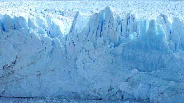 moreno glacier front close - ледник стоковые видео и кадры b-roll