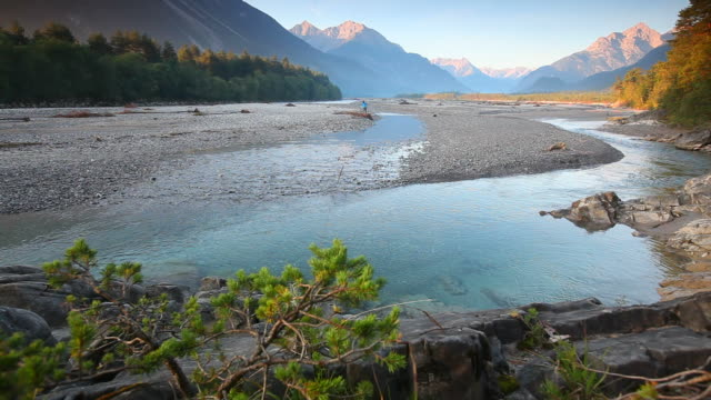 stockvideo's en b-roll-footage met morning dawn at the lech river, tyrol, austria - rutte