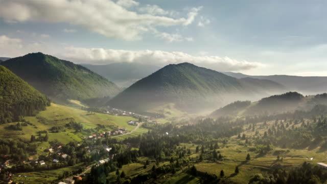 am morgenflug über grüne landschaft. aerial zeitraffer - slowakei stock-videos und b-roll-filmmaterial
