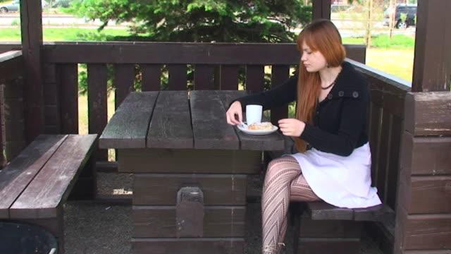morning tee - strumpbyxor bildbanksvideor och videomaterial från bakom kulisserna