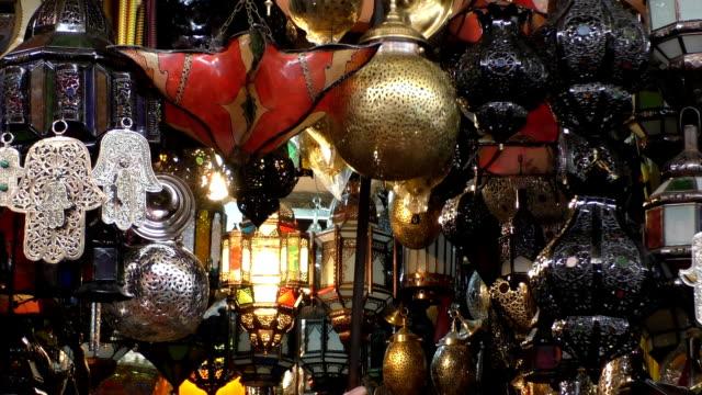 luci nel mercato marocchino - souk video stock e b–roll