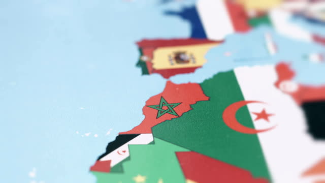 Marokko grenzt Nationalflagge auf Weltkarte – Video