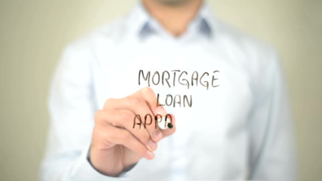 Hipoteca préstamo aprobado, hombre escribiendo en pantalla transparente - vídeo