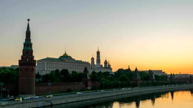 moscow city skyline night to day sunrise motion timelapse or hyperlapse at kremlin palace red square and moscow river, moscow russia 4k time lapse - rzeka moskwa filmów i materiałów b-roll