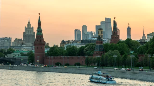 moscow city skyline sunset timelapse at kremlin palace with business center district and moscow river, moscow russia 4k time lapse - rzeka moskwa filmów i materiałów b-roll