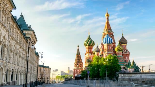 moskva city skyline timelapse på röda torget och saint basil-katedralen, moskva ryssland 4k tid förfaller - vasilijkatedralen bildbanksvideor och videomaterial från bakom kulisserna