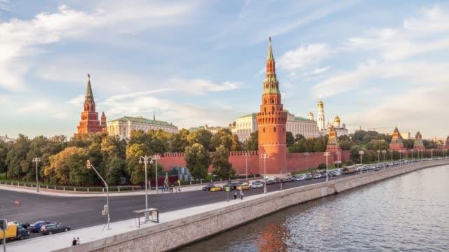 moscow kremlin in the evening - rzeka moskwa filmów i materiałów b-roll