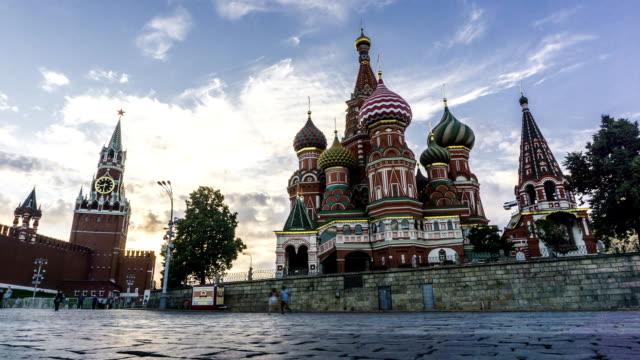 kreml, röda torget och saint basil's cathedral fullhd kvällen timelapse - röda torget bildbanksvideor och videomaterial från bakom kulisserna
