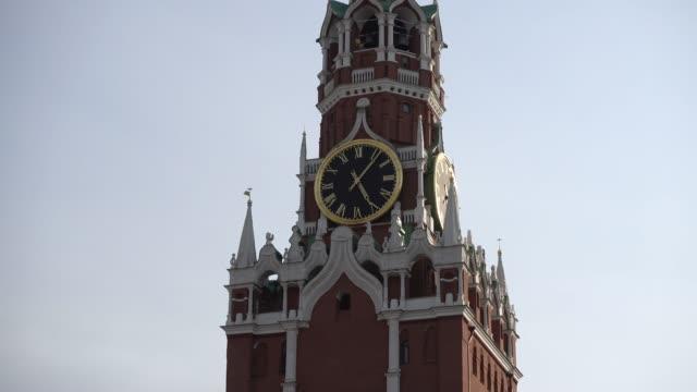 moskva, röda torget, spasskaya tornet i kreml närbild av klockspel. ryssland, moskva - kreml bildbanksvideor och videomaterial från bakom kulisserna