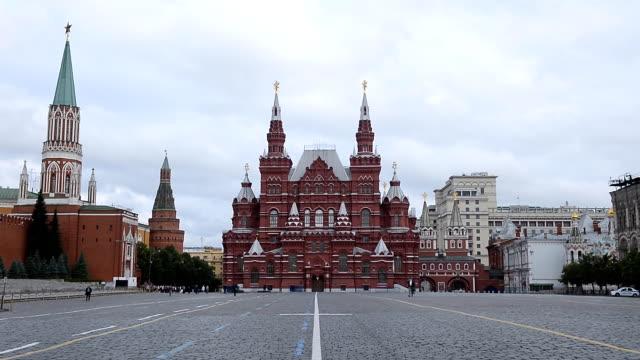 moskva röda torget med statens historiska museum och kreml på morgonen - röda torget bildbanksvideor och videomaterial från bakom kulisserna