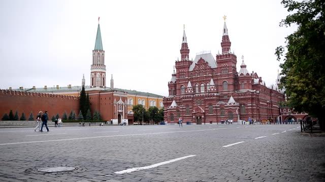moskva röda torget med statens historiska museum och kreml - kreml bildbanksvideor och videomaterial från bakom kulisserna