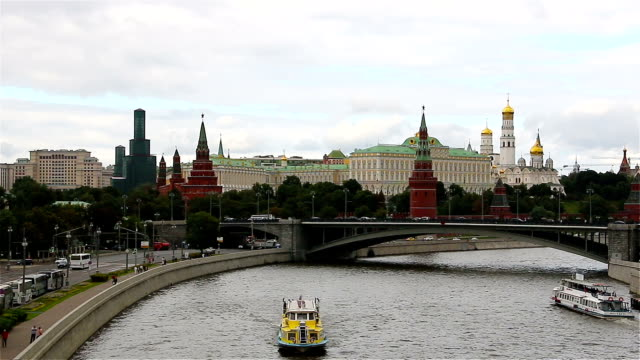 moscow, ryssland. kreml och floden moskva. - kreml bildbanksvideor och videomaterial från bakom kulisserna