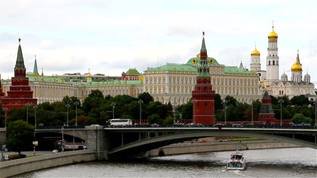 moscow, ryssland. kreml och floden moskva. - vasilijkatedralen bildbanksvideor och videomaterial från bakom kulisserna
