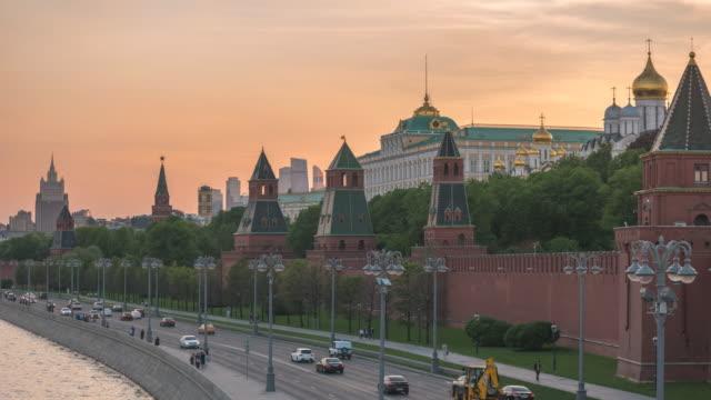 moskva ryssland tidsfördröjning 4k, city skyline sunset timelapse på kremlin palace röda torget och moskva river - kreml bildbanksvideor och videomaterial från bakom kulisserna