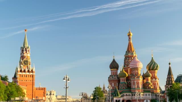 moskva ryssland tidsinställd 4k, city skyline timelapse på röda torget och vasilijs catherdral - vasilijkatedralen bildbanksvideor och videomaterial från bakom kulisserna