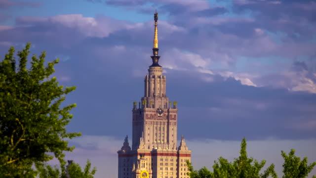 moscow state university am abend - größere sehenswürdigkeit stock-videos und b-roll-filmmaterial