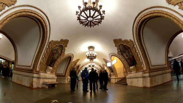 moskva tunnelbanan metro timelapse på kievskaya station, moskva ryssland 4k tid förfaller - moskva bildbanksvideor och videomaterial från bakom kulisserna