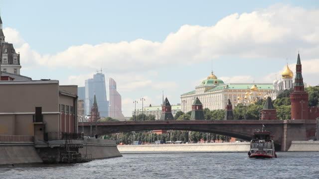 moscva river in moscow - rzeka moskwa filmów i materiałów b-roll