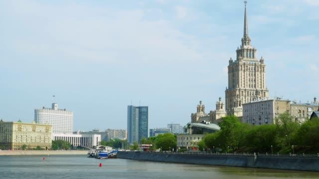 moscva river view in moscow downtown - rzeka moskwa filmów i materiałów b-roll