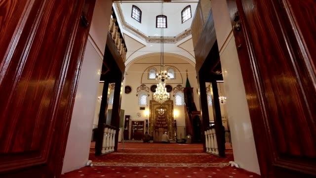 mosque - верующий стоковые видео и кадры b-roll