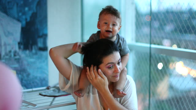 mother and baby son affection, infant on mother shoulder, casual, authentic, and real life - 0 11 mesi video stock e b–roll